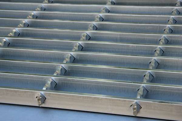 aluminum-swage-locked-bar-gratings